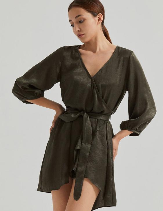 緞面綁帶V領洋裝(附內搭短褲)