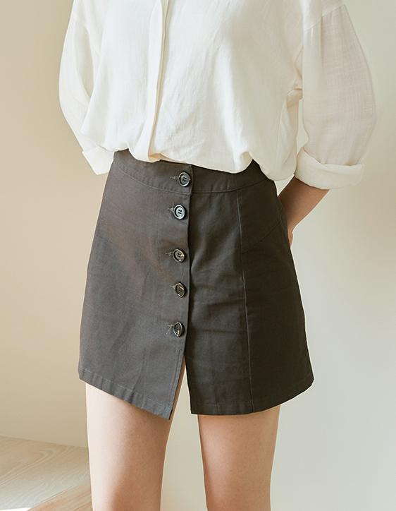 前排釦修臀斜紋棉短裙