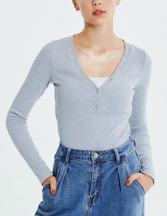 V領壓釦半門襟上衣