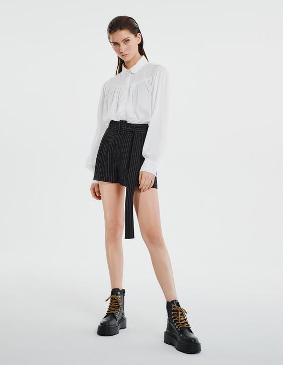 直條紋打褶短褲
