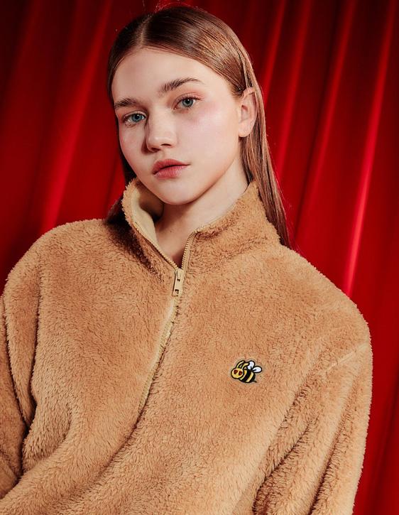 蜜蜂繡標高領毛毛上衣